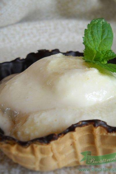 Inghetata de vanilie cu lapte condensat