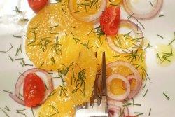 Salata de ceapa cu portocale si rosii cherry