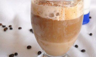 Cafea cu lichior de ciocolata si spuma de lapte