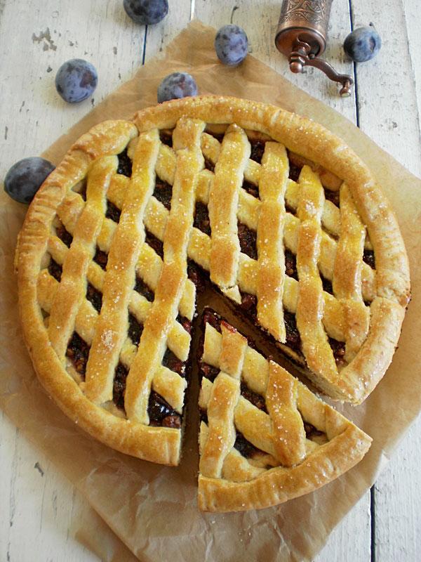 Linzer cu gem de prune si nuci
