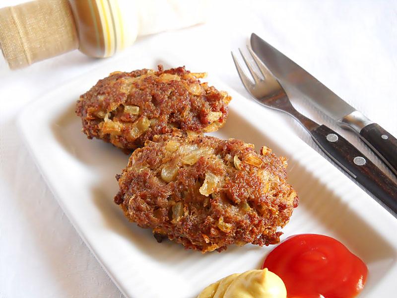 chiftele+cu+ceapa1+20120123www.bucatareselevesele.ro_