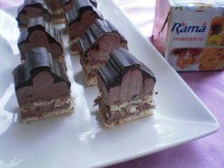 Piramide cu crema de ciocolata