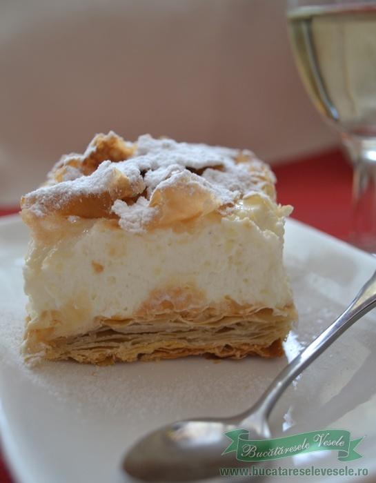 cremsnit cu crema de vanilie si frisca