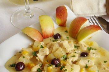 Tocanita de pui cu fructe
