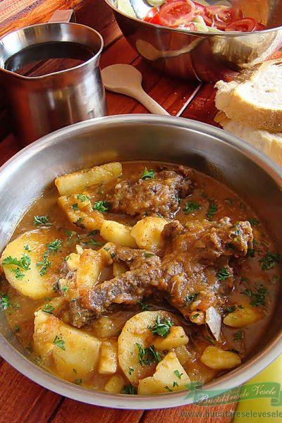 Mancare de Cartofi cu Carne- Papricas