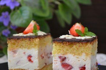 Prajitura cu iaurt, mascarpone si capsuni