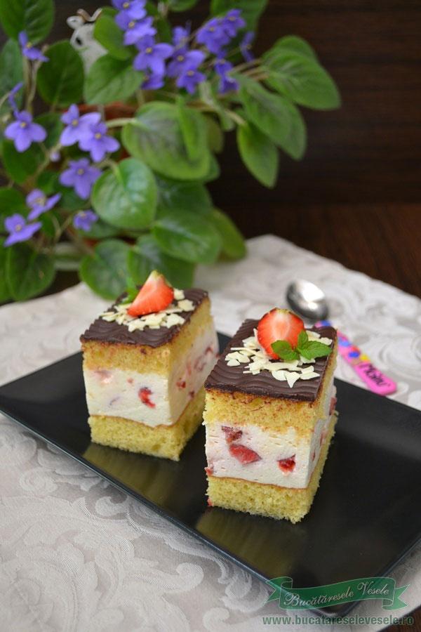 prajitura-cu-iaurt-mascarpone-si-capsuni