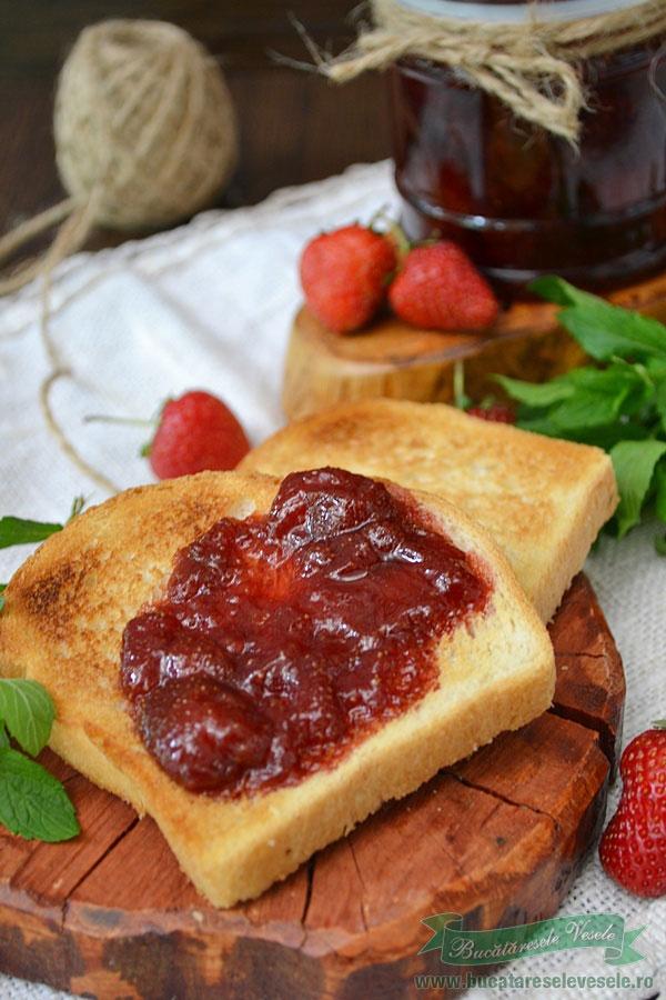 dulceata-de-capsuni-cu-zahar-brun-4