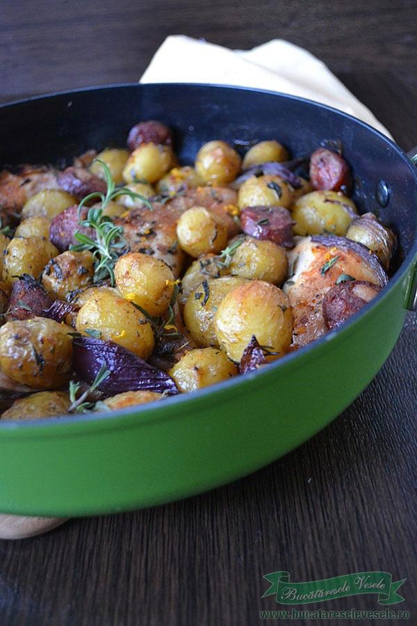 pulpe-de-pui-cu-cartofi-noi-si-carnati-2