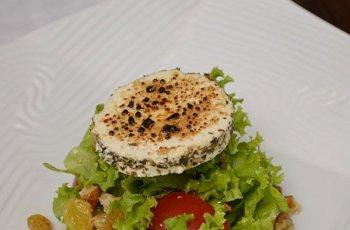 salata cu nuci si branza de capra