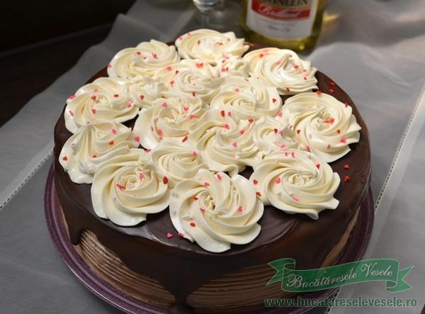 tort-cu-crema-de-cappuccino-si-vanilie-1