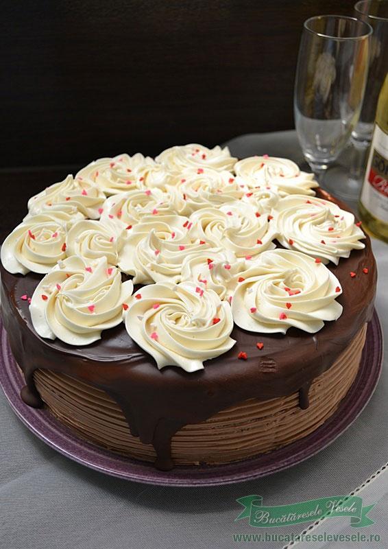 tort-cu-crema-de-cappuccino-si-vanilie