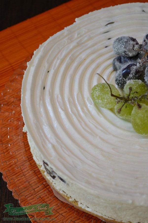 prajitura-cu-crema-de-branza-si-struguri-3