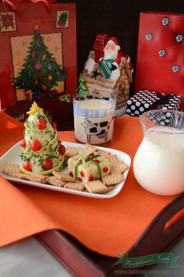 aperitiv-cu-branza-micul-dejun-cu-lapte-pentru-Mos-Craciun-1