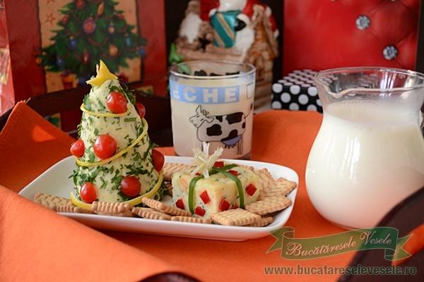 aperitiv-cu-branza-micul-dejun-cu-lapte-pentru-Mos-Craciun