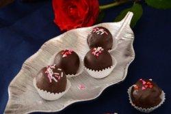 Bomboane din nuca de cocos cu ciocolata