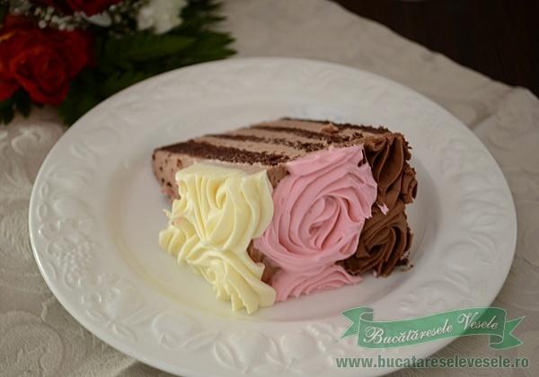 tort-cu-trandafiri-de-ciocolata-5