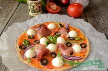 Pizza rapida cu tortilla si miez de lapte