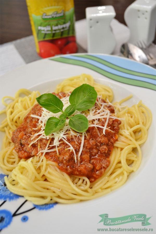 Spaghetti cu sos Bolognese