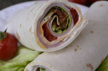Sandvis cu crema de branza si tortilla