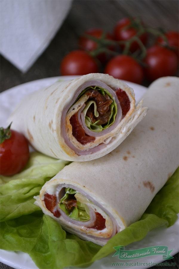 sandvis-cu-crema-de-branza-si-tortilla-3