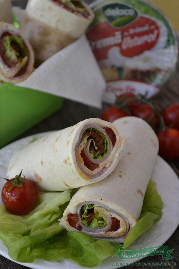 sandvis-cu-crema-de-branza-si-tortilla-7