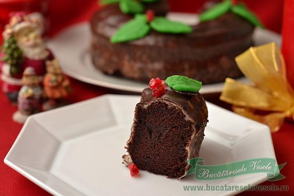 Coronita cu glazura de ciocolata si martipan