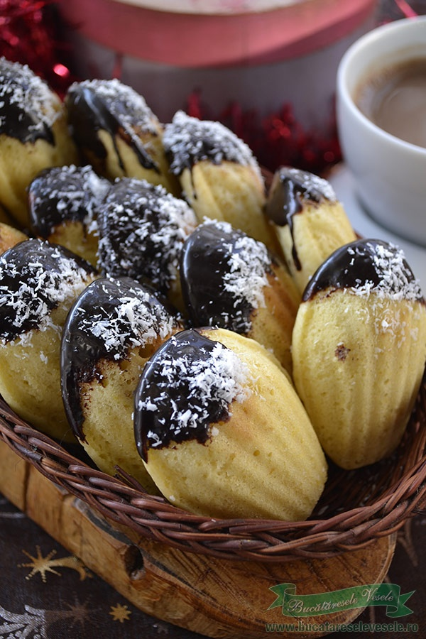 madlene-cu-glazura-de-ciocolata