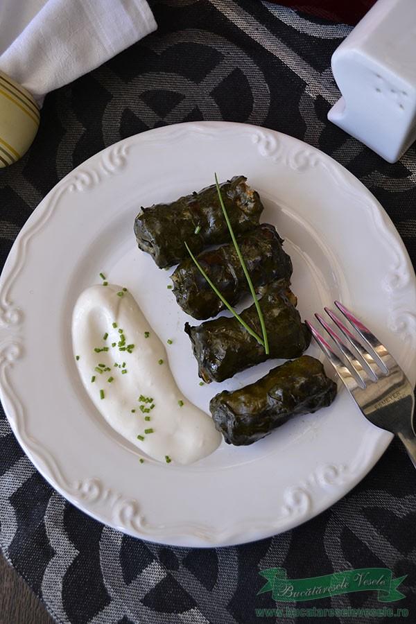 Sarmalute in frunze de stevie