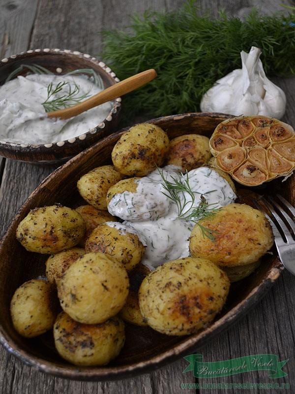 Cartofi Noi cu Sos de Branza si Marar