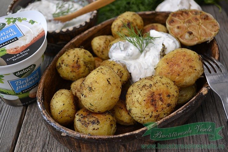 cartofi-noi-cu-sos-de-branza-si-marar