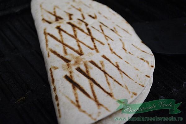 Tortilla cu branza si sunca