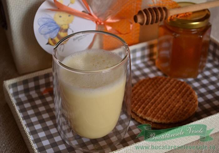 galbenus cu lapte fierbinte