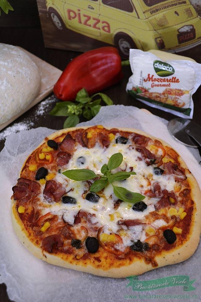 pizza-cu-mozzarella-si-prosciutto-1