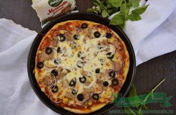 pizza-cu-ton-si-mozzarella-gourmet