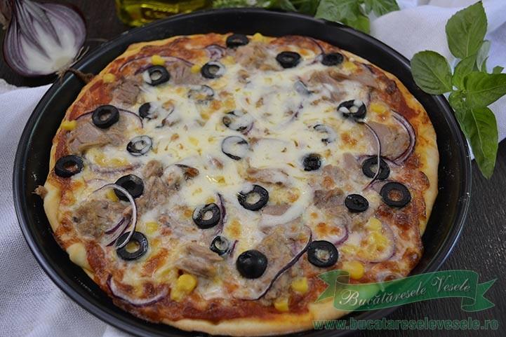 pizza-cu-ton-si-mozzarella