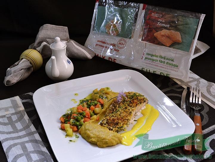 somon-file-in-crusta-de-pesmet-si-ierburi-aromate
