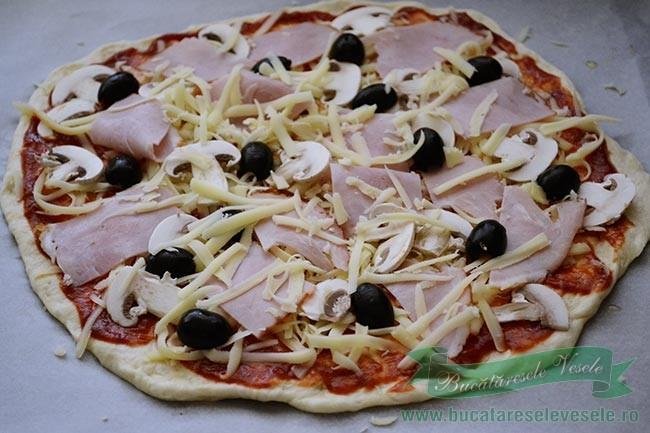 pizza-capriciosa-preparare