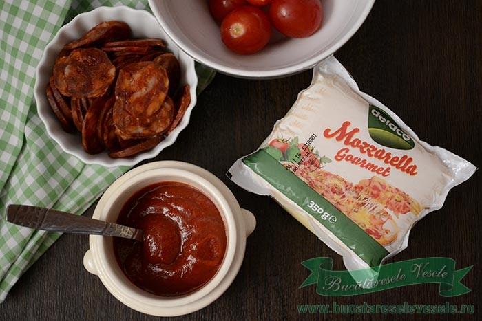 pizza-cu-chorizo-si-mozzarella-ingrediente