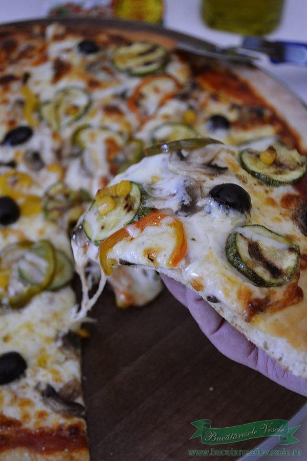 Pizza cu legume si mozzarella