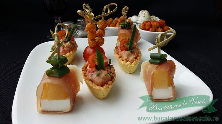 Mini Aperitive Rapide cu Naut, Ananas si Fasole