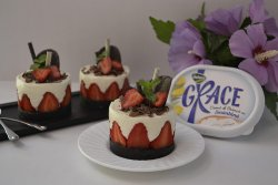 Mini cheesecake cu capsune