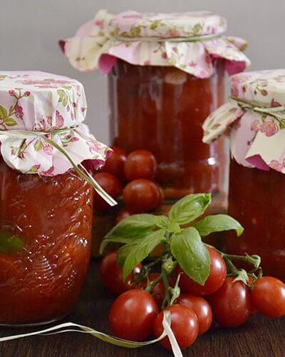 Roşii cherry cu usturoi şi busuioc
