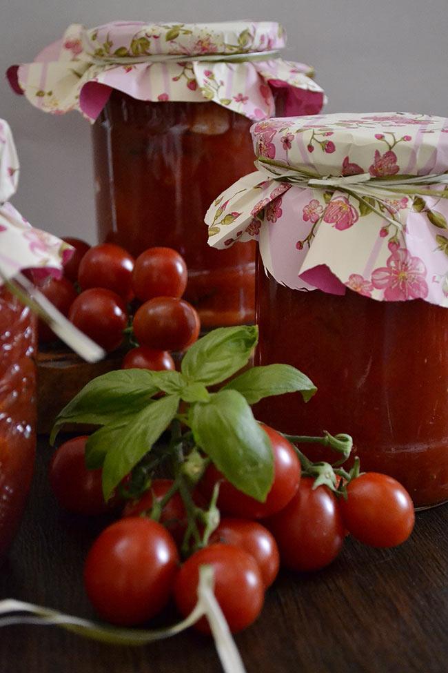 rosii cherry cu usturoi si busuioc