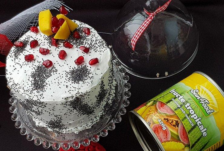 Tort cu Crema de Fructe Tropicale