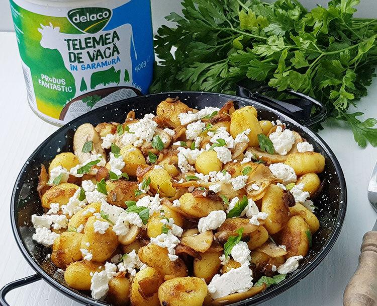 Gnocchi de cartofi cu ciuperci si branza telemea