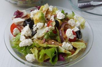 Salata mediteraniana cu branza telemea