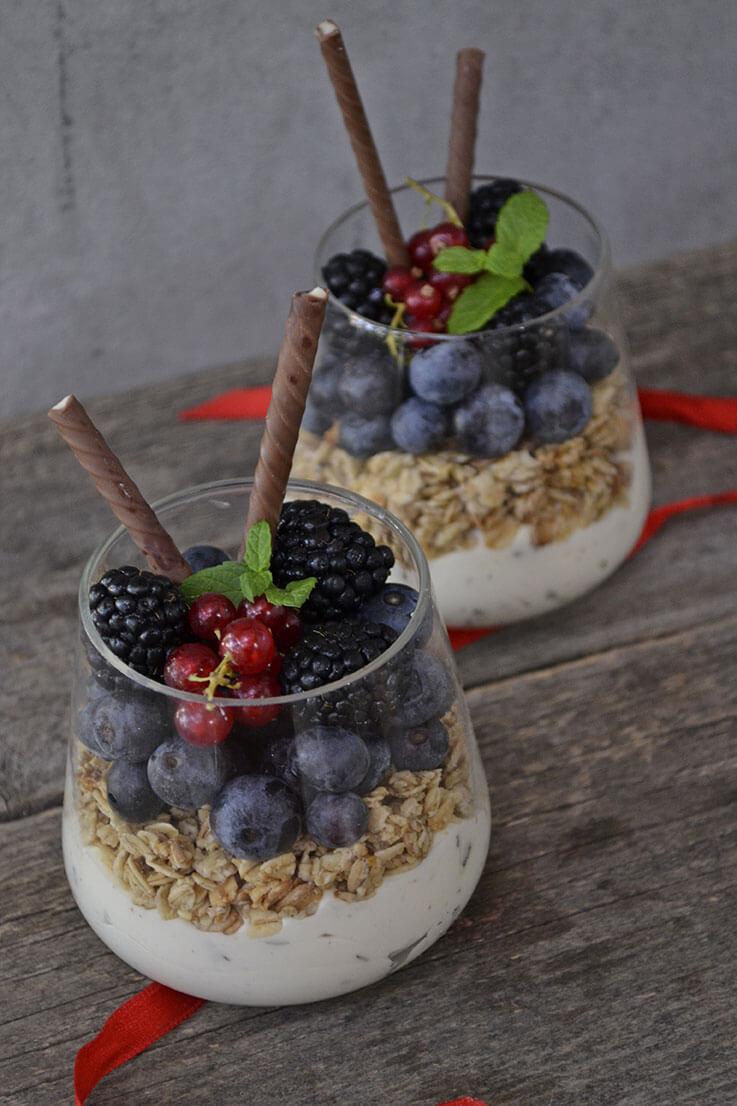Desert la pahar cu musli si fructe