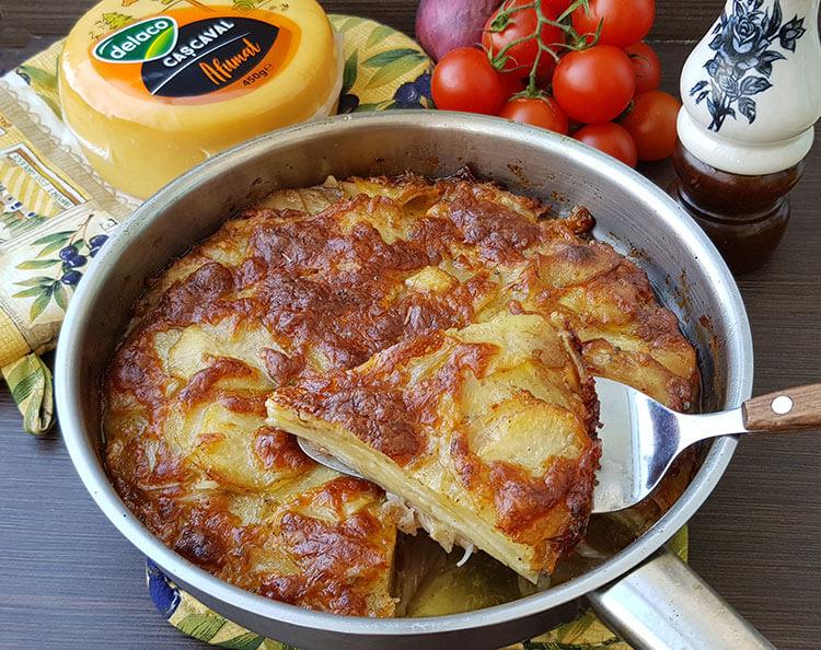 Cartofi cu cascaval la cuptor