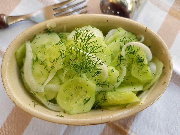 Salata de castraveti cu ceapa